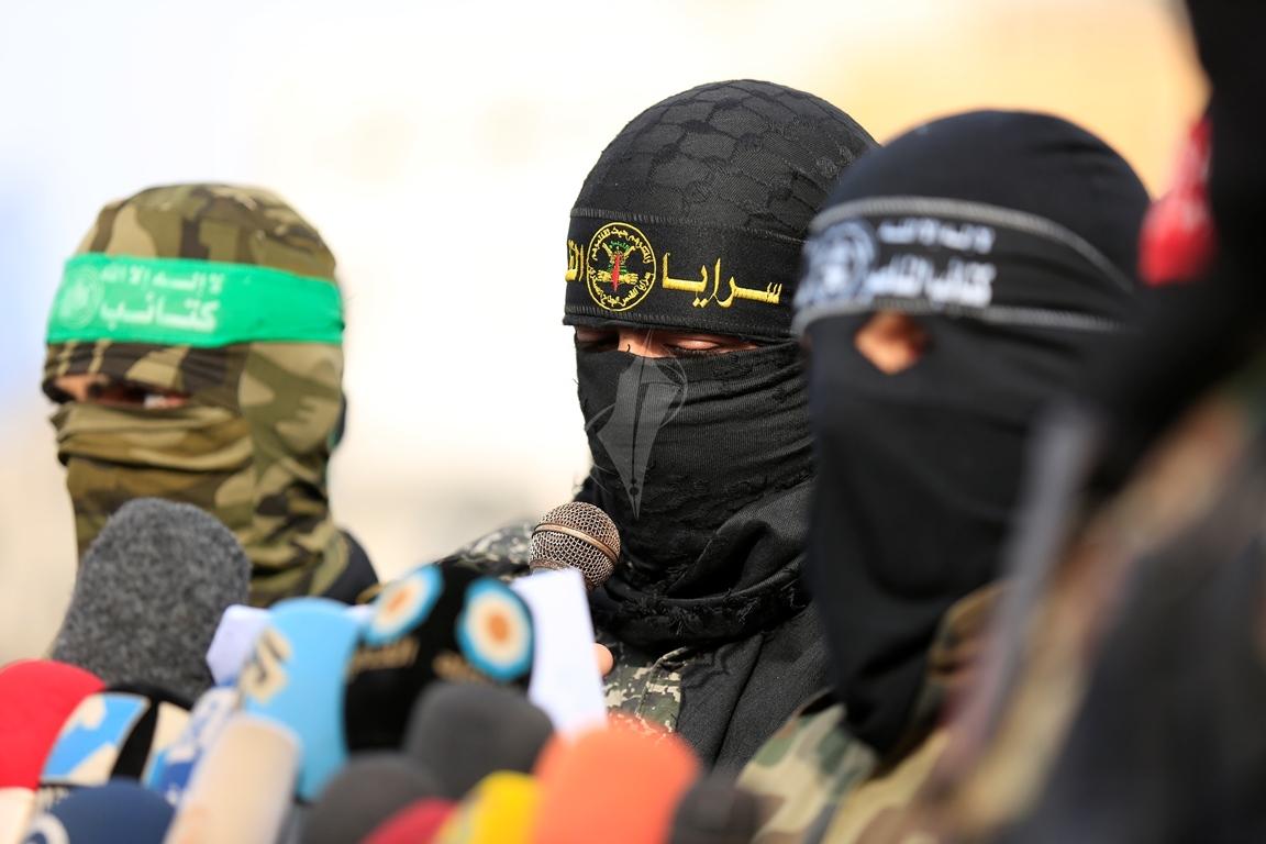 الأذرع العسكرية لفصائل المقاومة الفلسطينية خلال مؤتمر صحفي في غزة (39191053) 