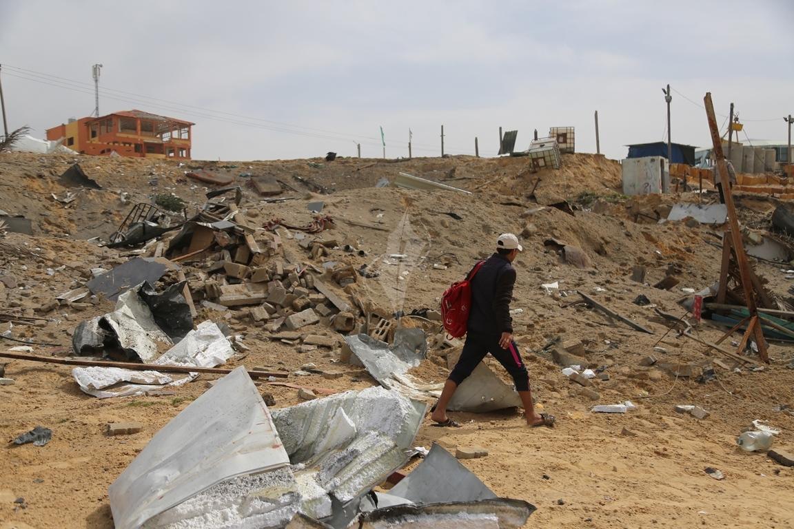 اثار القصف الصهيونى على موقع البحرية  (38797832) 