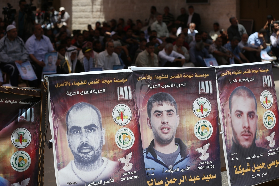 الجهاد الاسلامي تقيم صلاة الجمعة امام مقر الصليب الاحمر بغزة تضامنا مع الاسرى في سجون الاحتلال (38076951) 