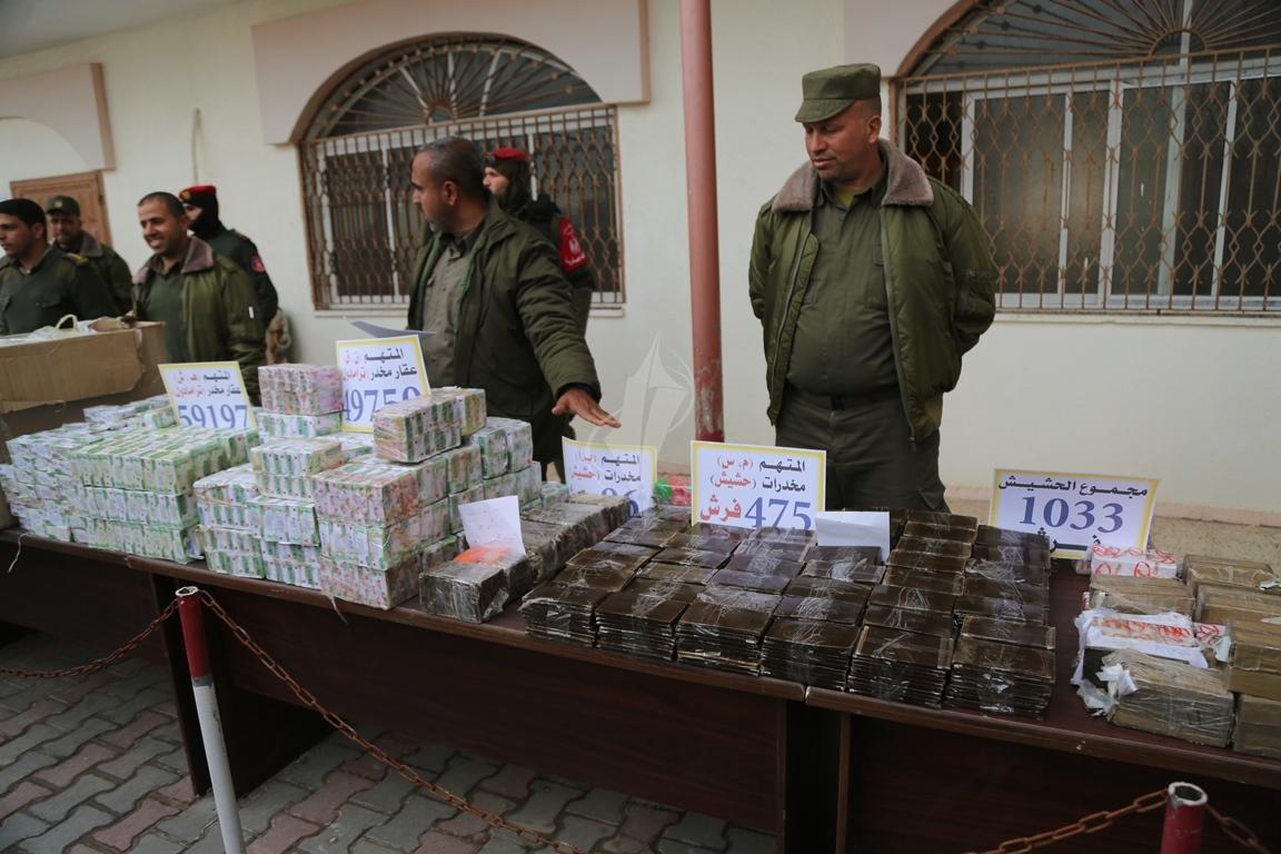 وزارة الداخلية تعقد مؤتمراً صحفياً تعلن فيه حكمها بالإعدام على اثنين من تجار المخدرات والأشقال الشاقة لثالث (38470145) 
