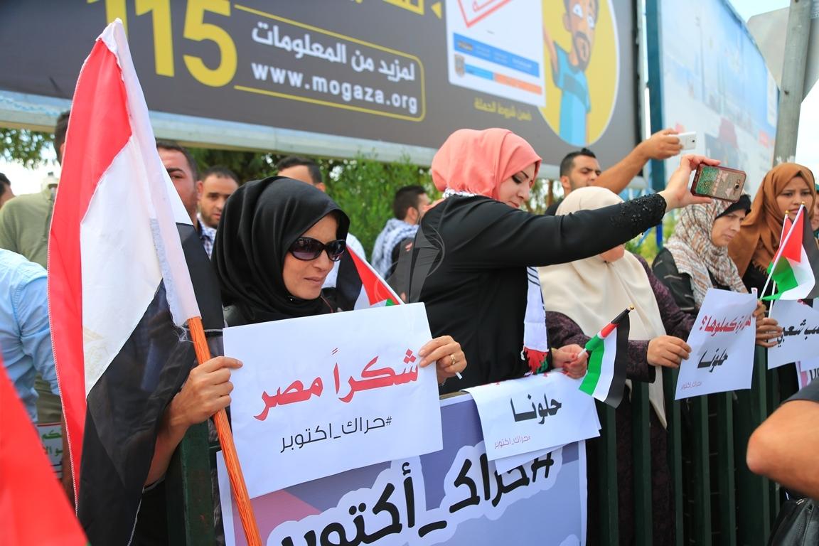 وقفات في غزة لدعم جلسات المصالحة الفلسطينية وإنهاء الانقسام التي تجري في القاهرة (39191046) 