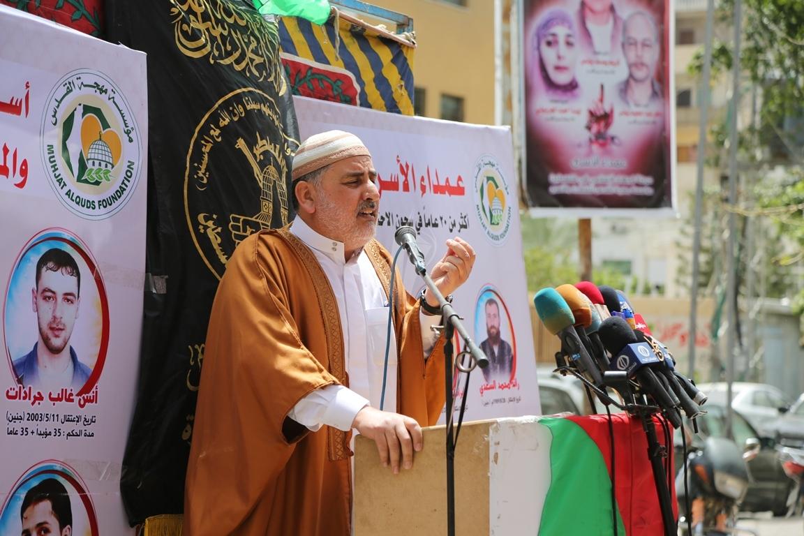 صلاة الجمعة امام مقر الصليب الاحمر بغزة تضامنا مع الاسرى في سجون الاحتلال (39649808) 