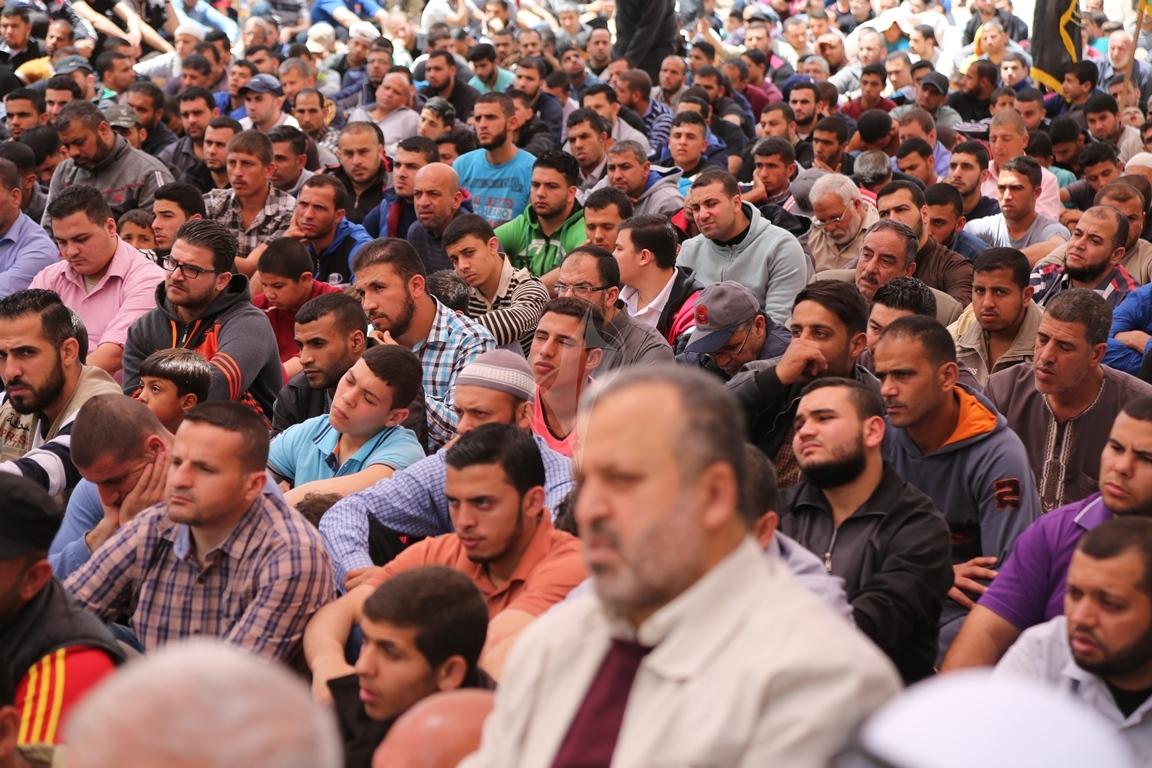 صلاة الجمعة امام مقر الصليب الاحمر بغزة تضامنا مع الاسرى في سجون الاحتلال (39649810) 