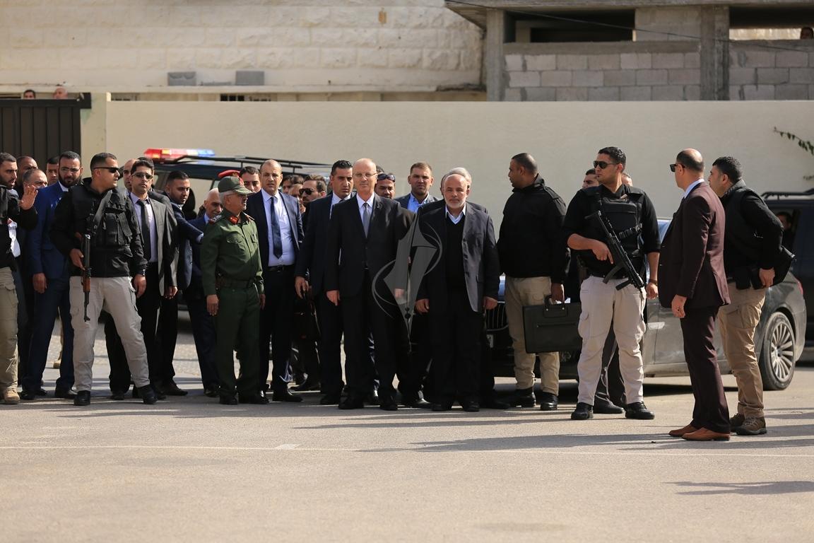 الحمد الله يتسلم وزارة الداخلية في قطاع غزة (38863361) 