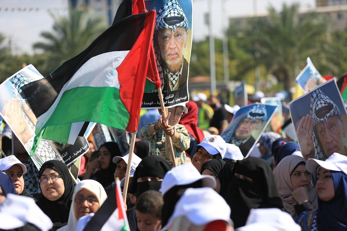 مهرجان احياء الذكرى الـ13 لاستشهاد الرئيس ياسر عرفات في ساحة الكتيبة غرب مدينة غزة (37683715) 