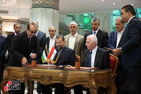 60127-توقيع-اتفاقية-المصالحة-بين-فتح-وحماس-(11)