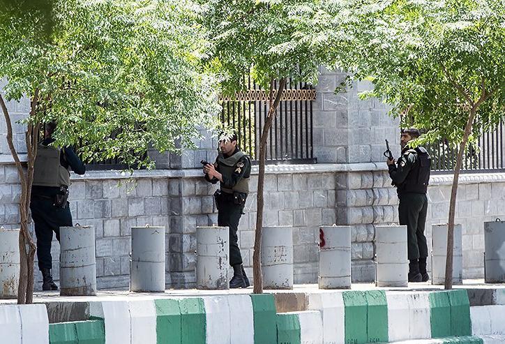 الهجوم الارهابی على مجلس الشورى الإسلامی الايراني (39453197) 