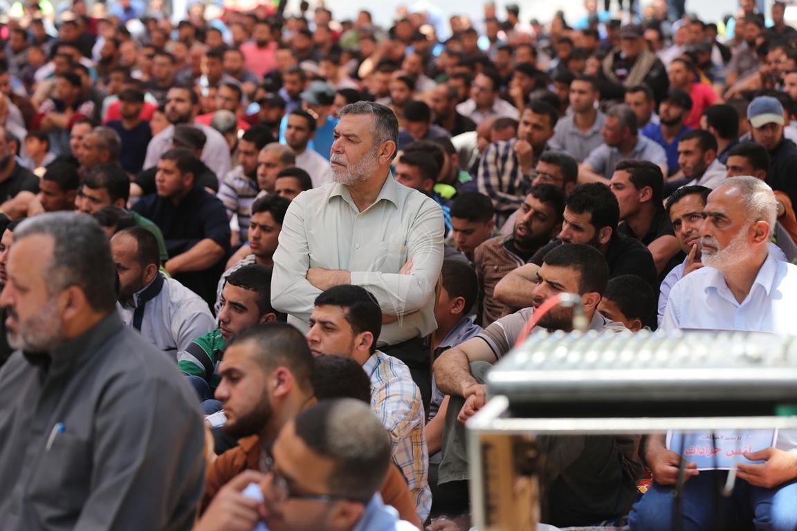 الجهاد الاسلامي تقيم صلاة الجمعة امام مقر الصليب الاحمر بغزة تضامنا مع الاسرى في سجون الاحتلال (38076946) 