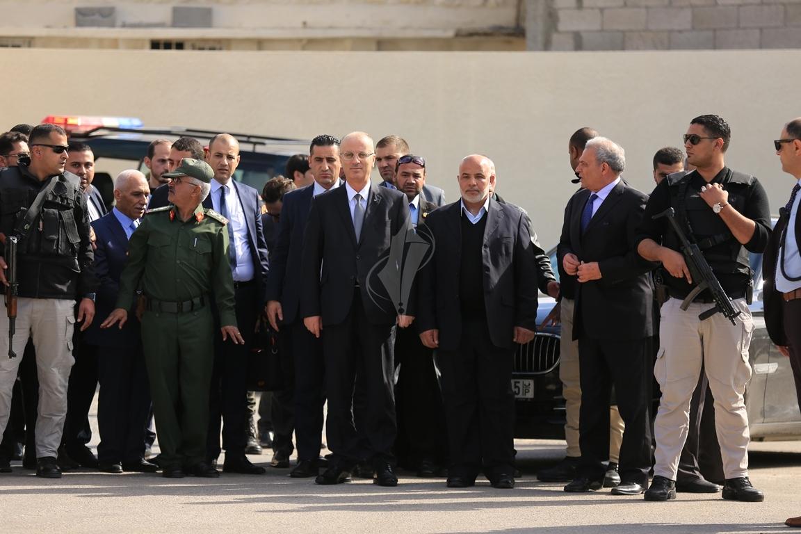 الحمد الله يتسلم وزارة الداخلية في قطاع غزة (38863362) 