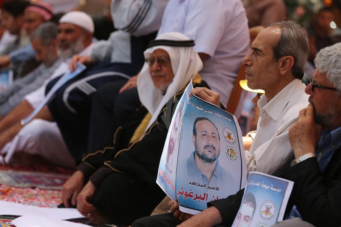 الجهاد الاسلامي تقيم صلاة الجمعة امام مقر الصليب الاحمر بغزة تضامنا مع الاسرى في سجون الاحتلال (38076934) 