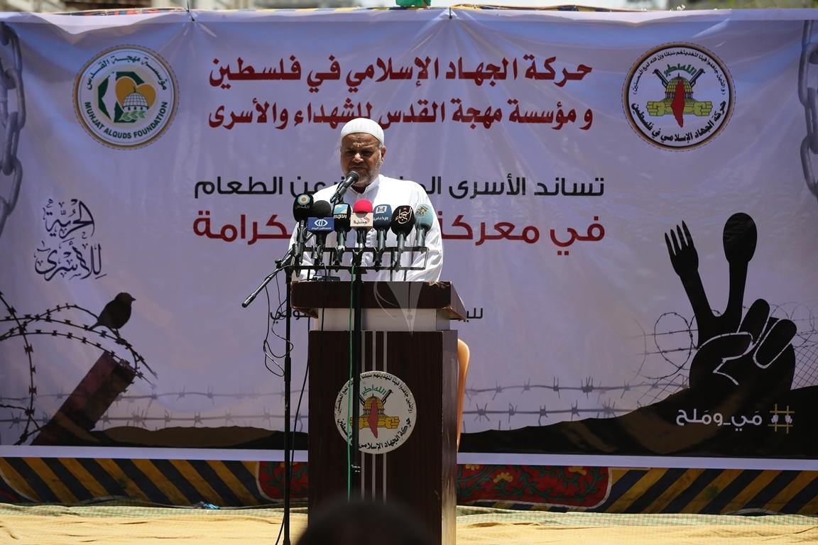 الجهاد الاسلامي تقيم صلاة الجمعة امام مقر الصليب الاحمر بغزة تضامنا مع الاسرى في سجون الاحتلال (38076942) 