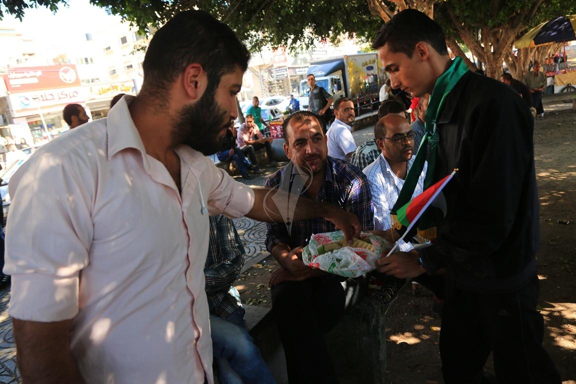 مظاهر احتفال الغزيين باتمام المصالحة الفلسطينية بساحة الجندى المجهول بغزة (388406889) 