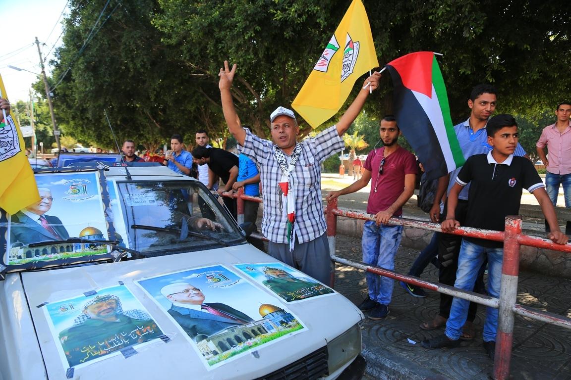 مظاهر احتفال الغزيين باتمام المصالحة الفلسطينية بساحة الجندى المجهول بغزة (388406890) 