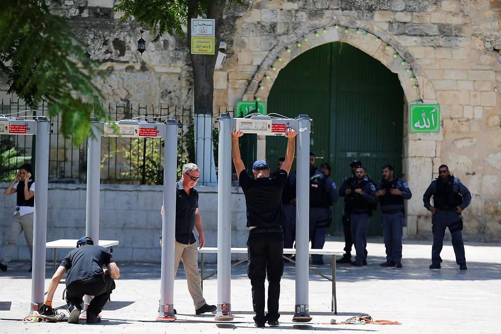 بوابات إلكترونية عند أبواب المسجد الأقصى المبارك (3)