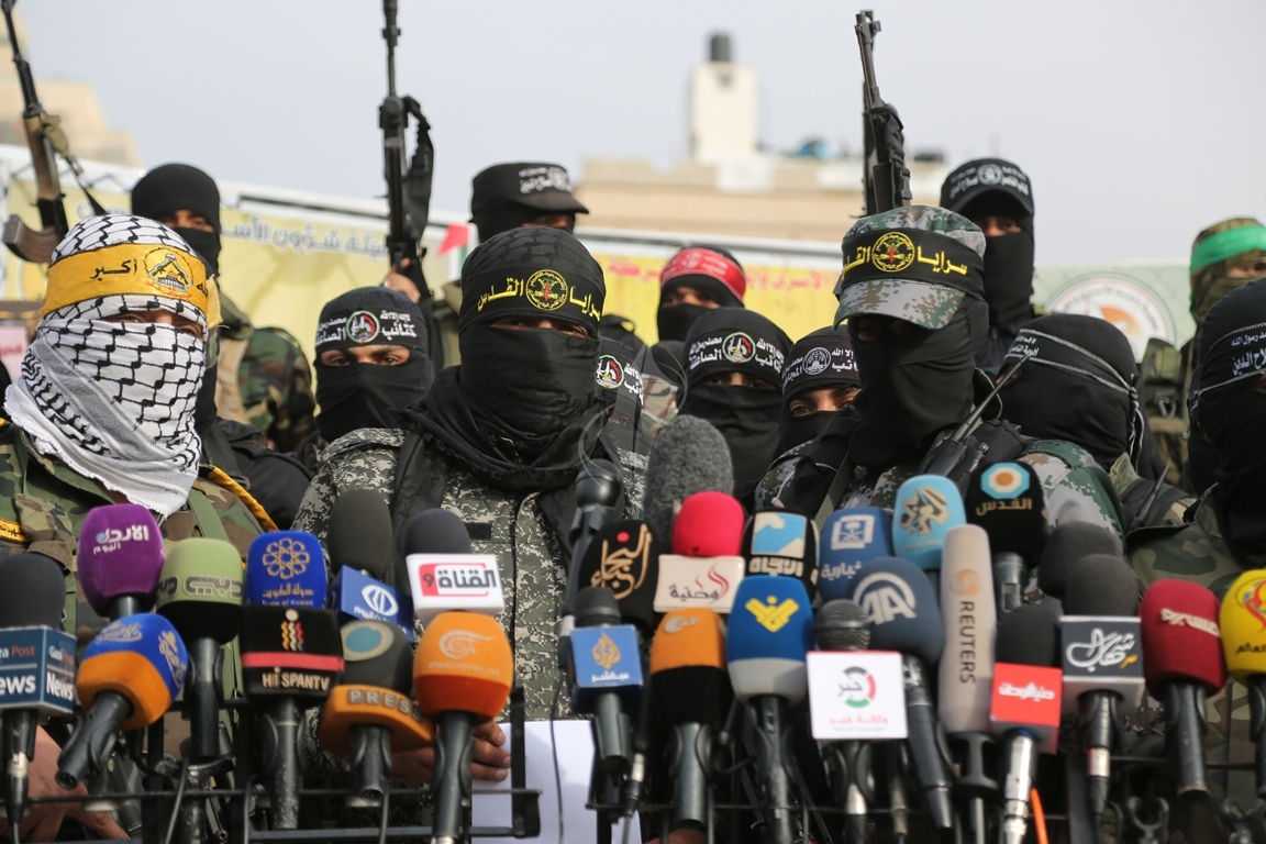 الأذرع العسكرية لفصائل المقاومة الفلسطينية خلال مؤتمر صحفي في غزة (39191041) 