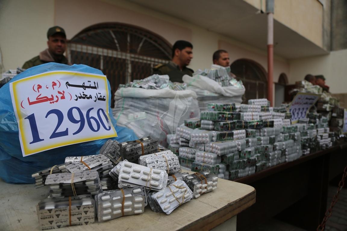 وزارة الداخلية تعقد مؤتمراً صحفياً تعلن فيه حكمها بالإعدام على اثنين من تجار المخدرات والأشقال الشاقة لثالث (38470149) 