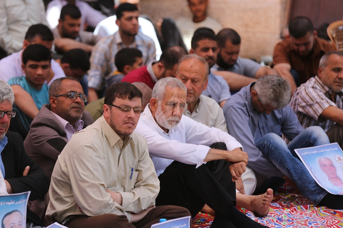 الجهاد الاسلامي تقيم صلاة الجمعة امام مقر الصليب الاحمر بغزة تضامنا مع الاسرى في سجون الاحتلال (38076952) 
