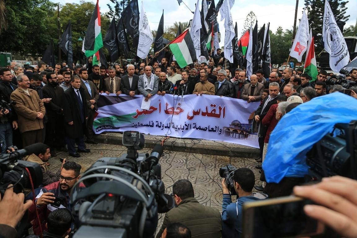 مسيرات حاشدة في غزة رفضاً للقرار الأمريكي بنقل السفارة للقدس المحتلة (29273995) 