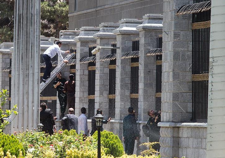 الهجوم الارهابی على مجلس الشورى الإسلامی الايراني (39453205) 