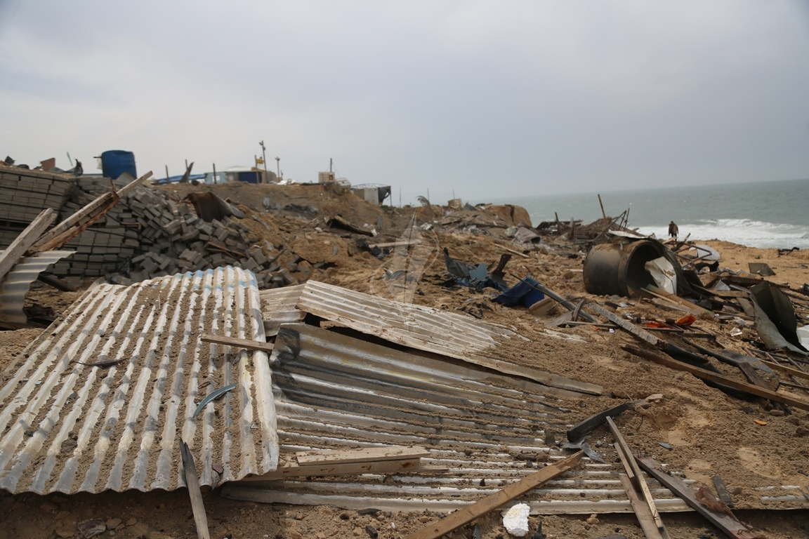 اثار القصف الصهيونى على موقع البحرية  (38797833) 