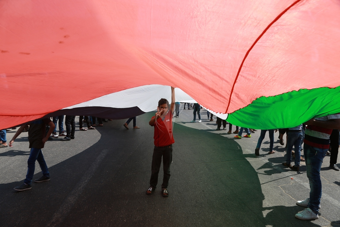 مسيرة لحركة الأحرار رفضاً لاجراءات الرئيس عباس  (39649800) 
