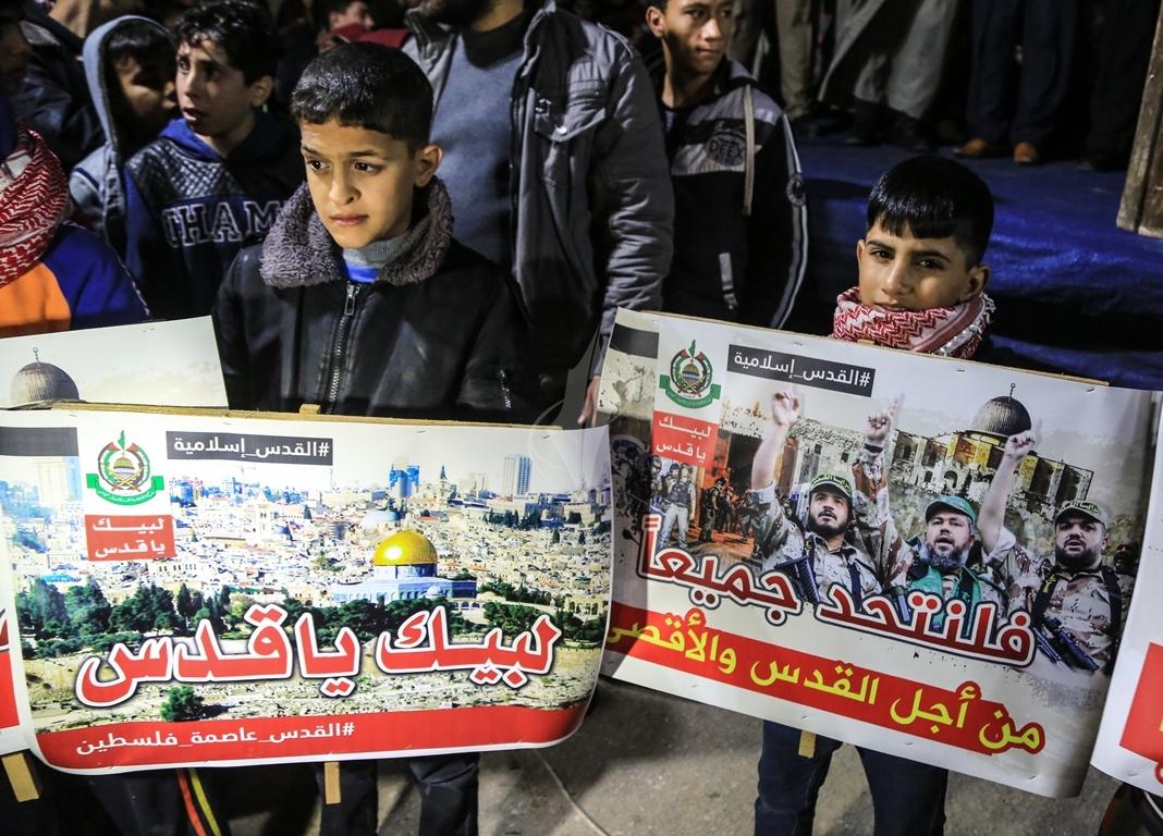 حماس تنظم مسيرة نصرة للقدس ورفضاً للقرارات الأمريكية شمال القطاع (38601217) 