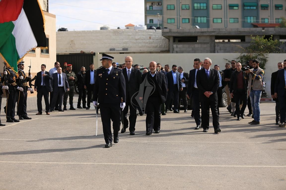 الحمد الله يتسلم وزارة الداخلية في قطاع غزة (38863365) 