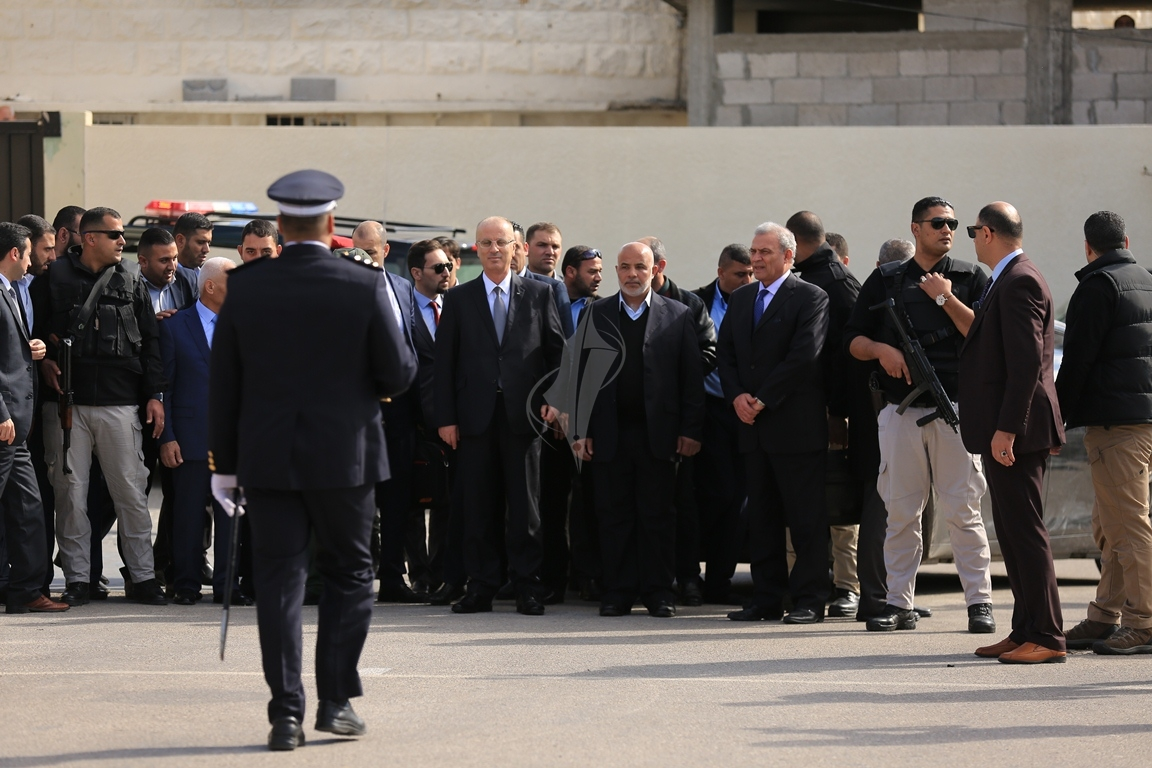 الحمد الله يتسلم وزارة الداخلية في قطاع غزة (38863363) 