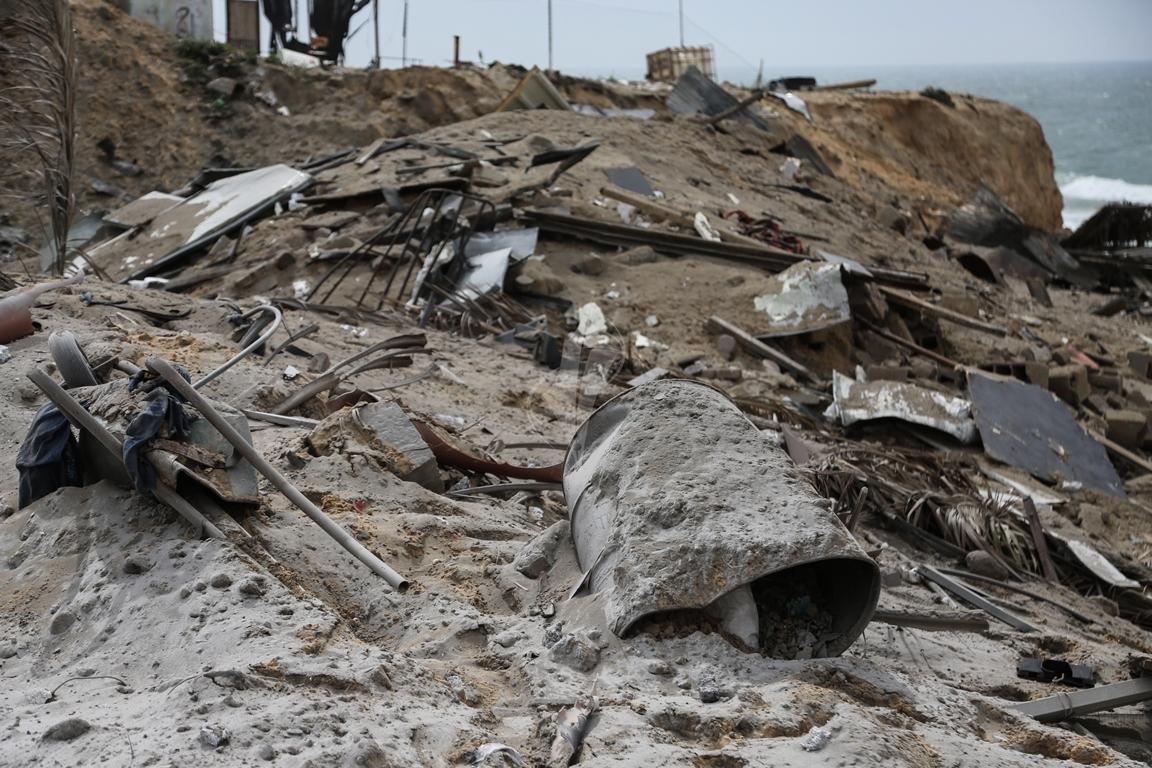 اثار القصف الصهيونى على موقع البحرية  (38797828) 