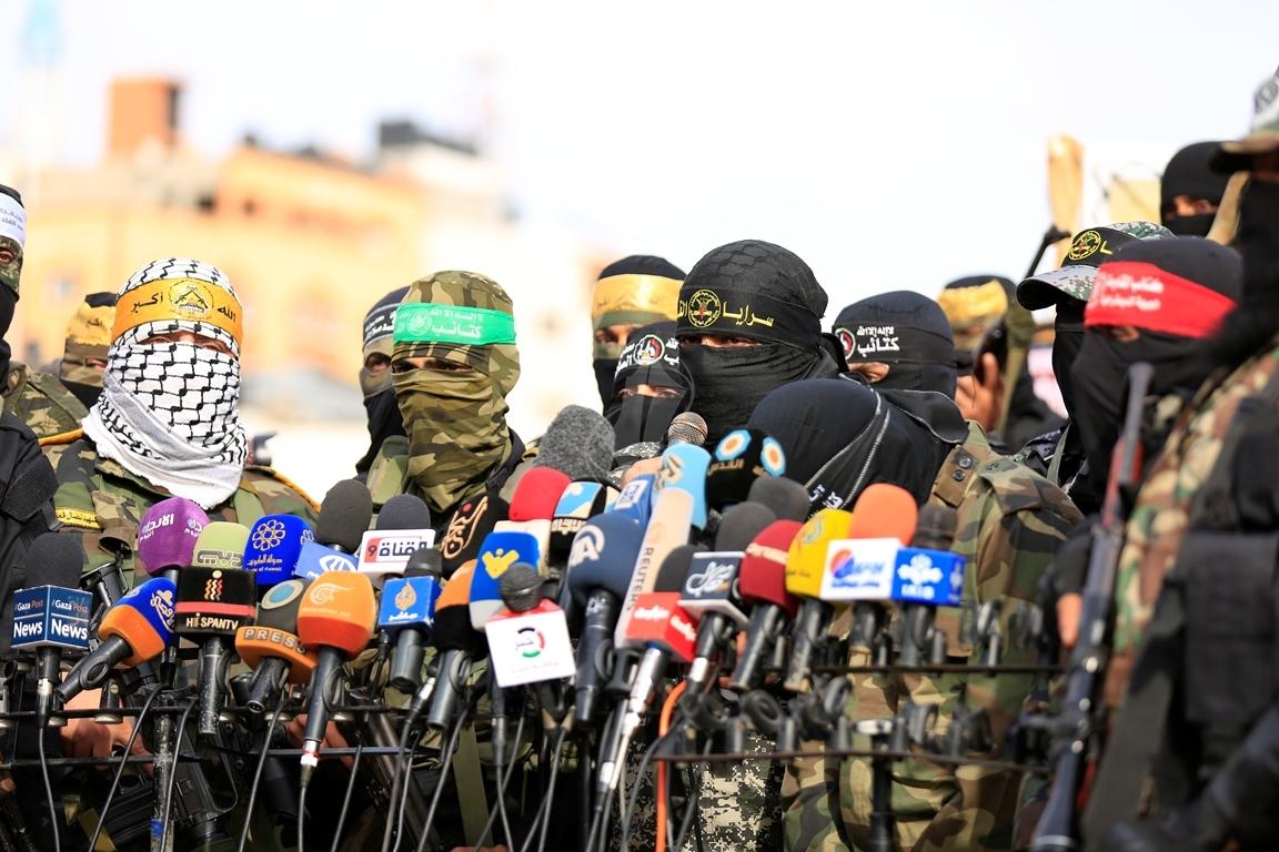 الأذرع العسكرية لفصائل المقاومة الفلسطينية خلال مؤتمر صحفي في غزة (39191051) 