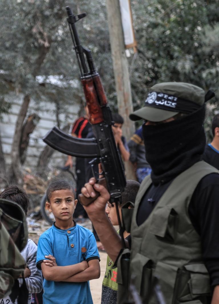 مسير عسكري لفصائل المقاومة بغزة في الذكرى الخامسة لاغتيال الجعبري (37552651) 