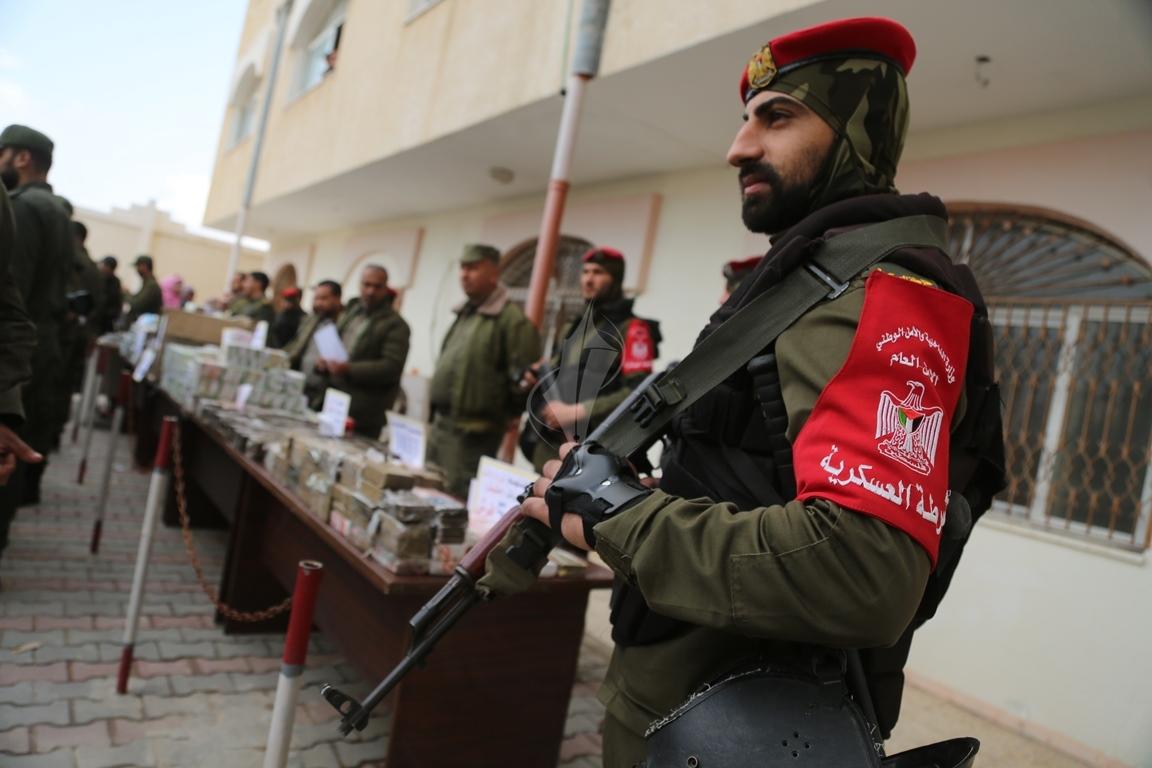 وزارة الداخلية تعقد مؤتمراً صحفياً تعلن فيه حكمها بالإعدام على اثنين من تجار المخدرات والأشقال الشاقة لثالث (38470150) 