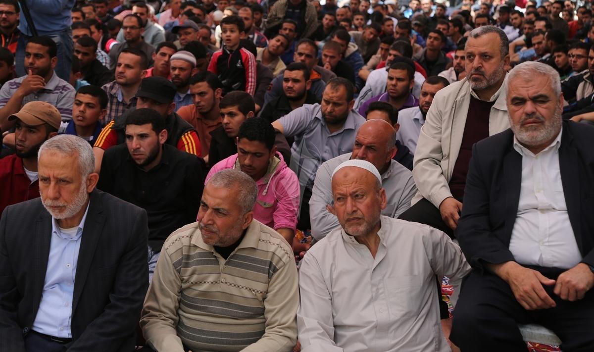 صلاة الجمعة امام مقر الصليب الاحمر بغزة تضامنا مع الاسرى في سجون الاحتلال (39649798) 