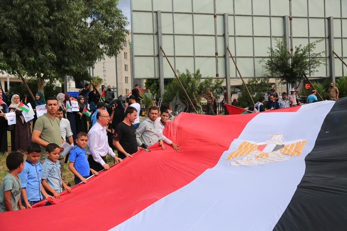 وقفات في غزة لدعم جلسات المصالحة الفلسطينية وإنهاء الانقسام التي تجري في القاهرة (39191047) 