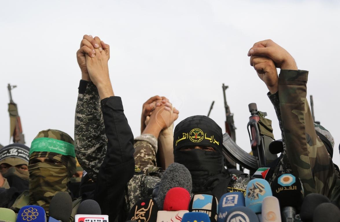 الأذرع العسكرية لفصائل المقاومة الفلسطينية خلال مؤتمر صحفي في غزة (39191045) 