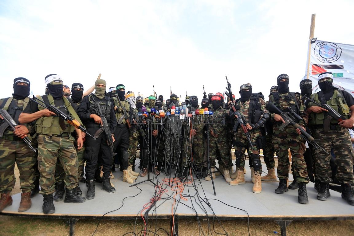 الأذرع العسكرية لفصائل المقاومة الفلسطينية خلال مؤتمر صحفي في غزة (39191056) 