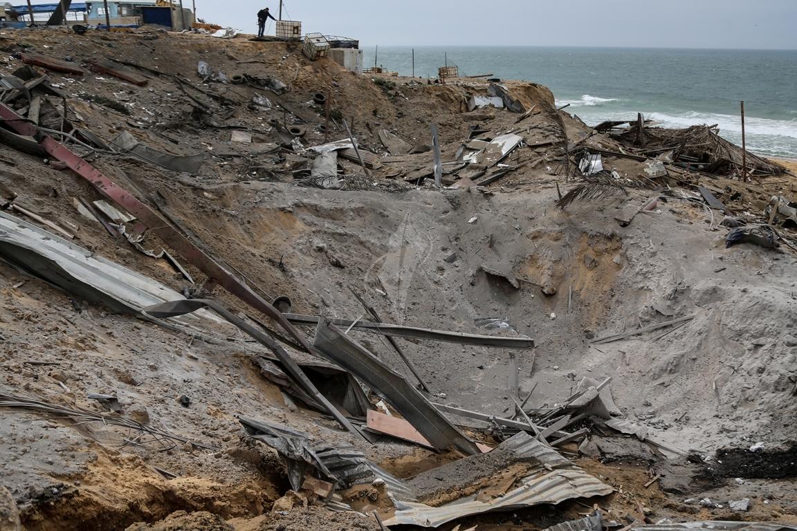 اثار القصف الصهيونى على موقع البحرية  (38797826) 