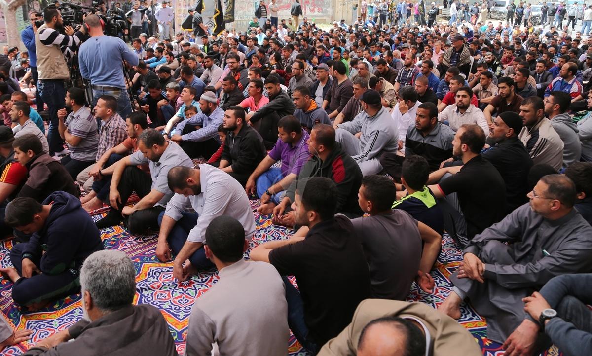 صلاة الجمعة امام مقر الصليب الاحمر بغزة تضامنا مع الاسرى في سجون الاحتلال (39649795) 