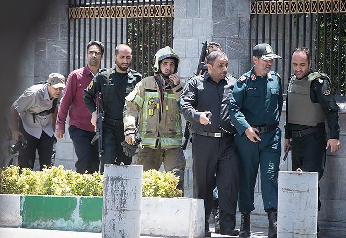 الهجوم الارهابی على مجلس الشورى الإسلامی الايراني (39453201) 
