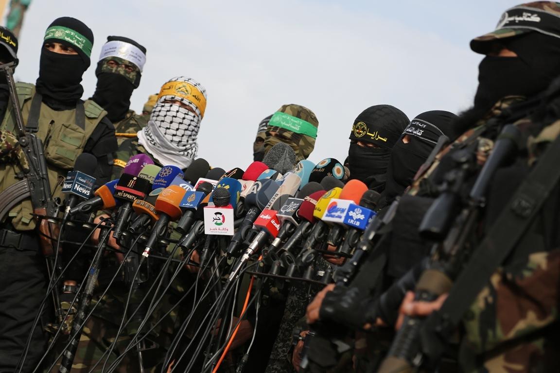 الأذرع العسكرية لفصائل المقاومة الفلسطينية خلال مؤتمر صحفي في غزة (39191042) 