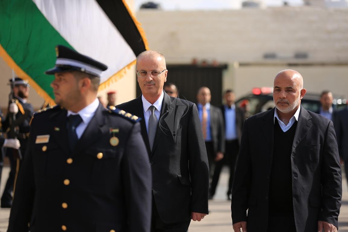 الحمد الله يتسلم وزارة الداخلية في قطاع غزة (38863366) 