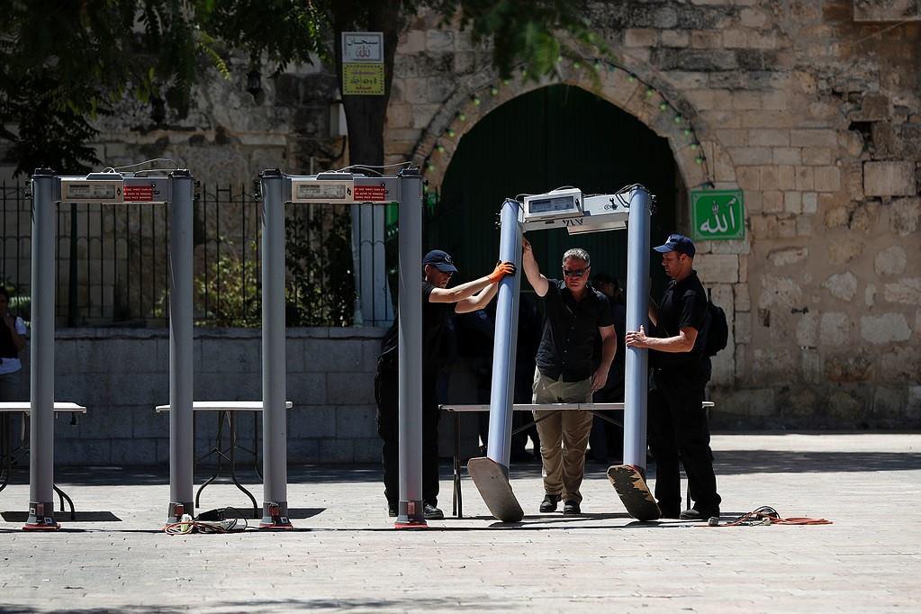 بوابات إلكترونية عند أبواب المسجد الأقصى المبارك (1)