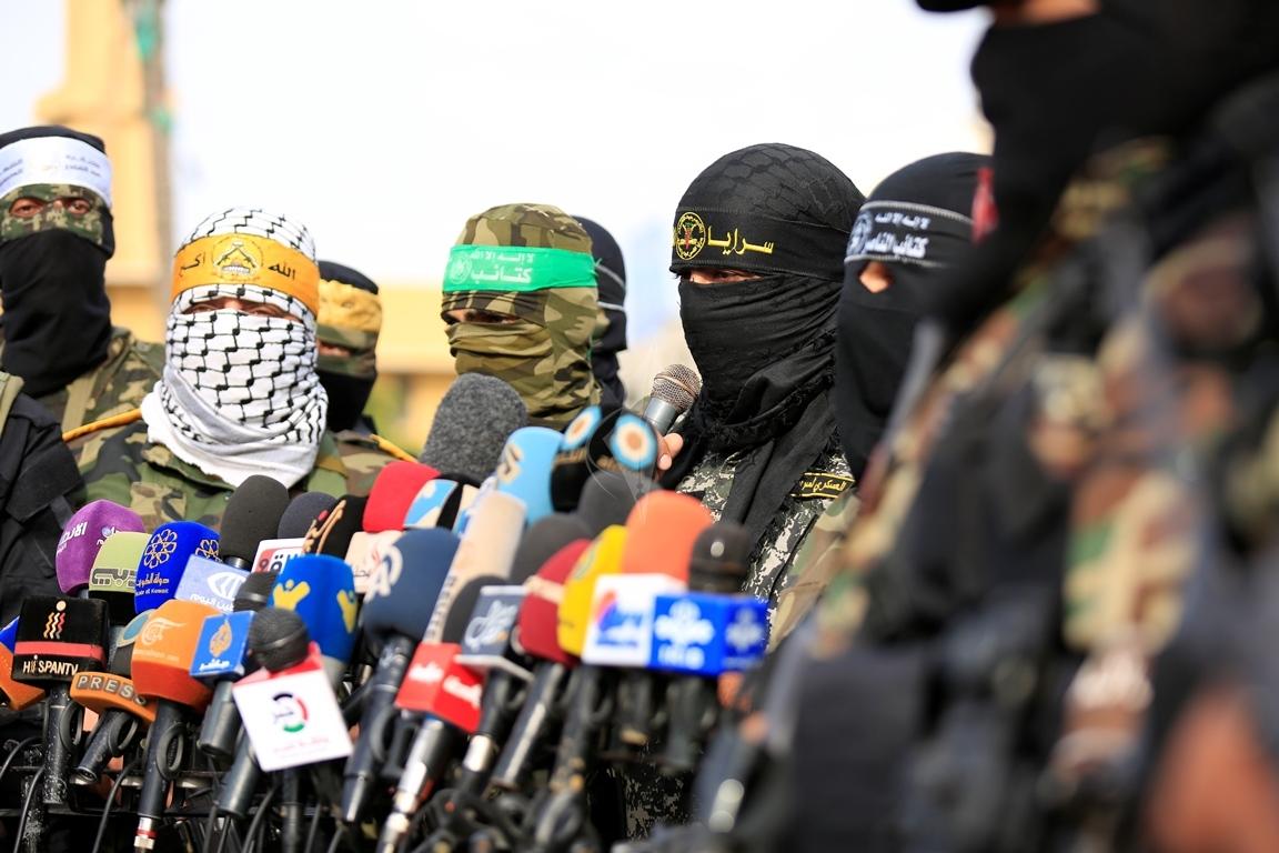 الأذرع العسكرية لفصائل المقاومة الفلسطينية خلال مؤتمر صحفي في غزة (39191049) 