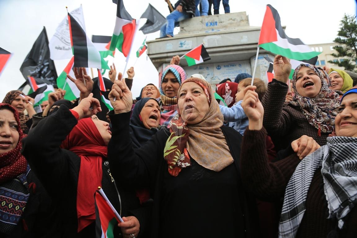 مسيرات حاشدة في غزة رفضاً للقرار الأمريكي بنقل السفارة للقدس المحتلة (29273994) 
