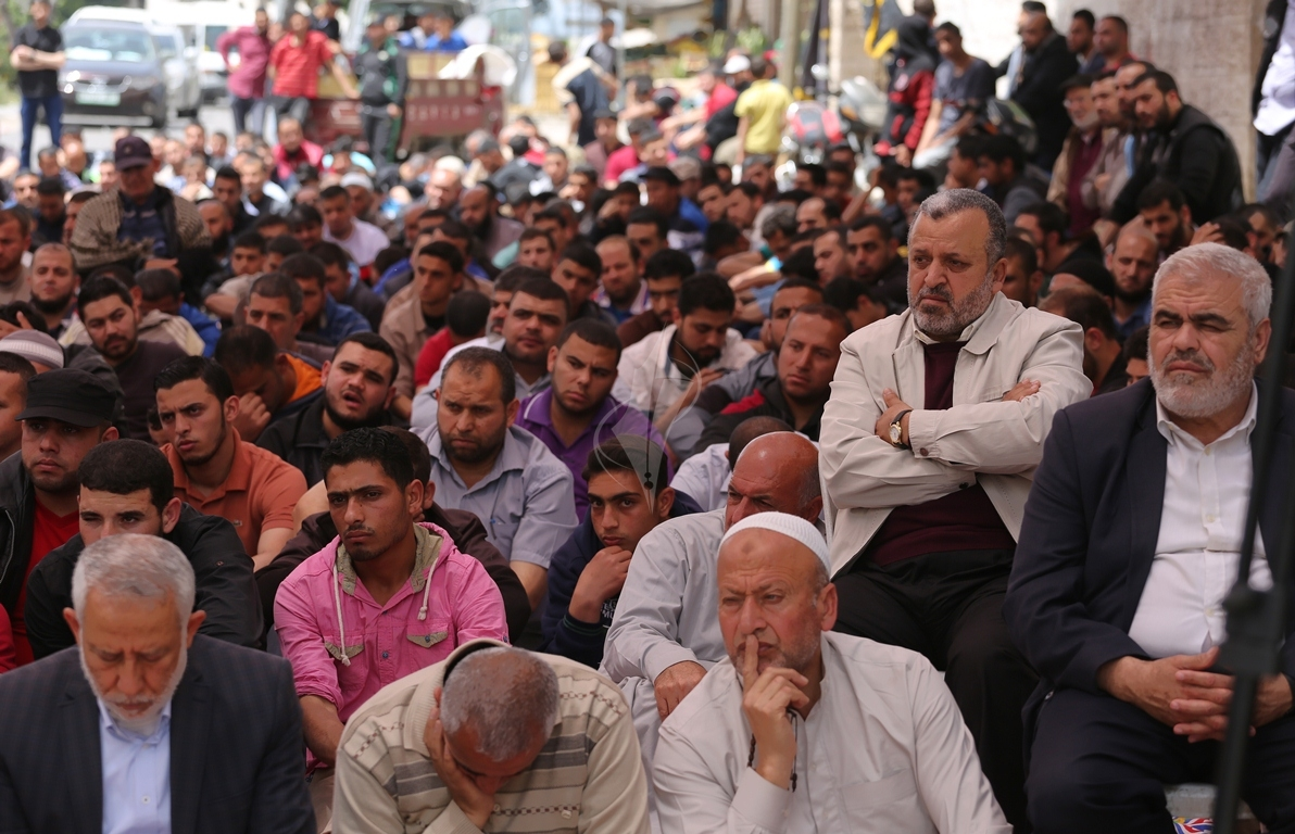 صلاة الجمعة امام مقر الصليب الاحمر بغزة تضامنا مع الاسرى في سجون الاحتلال (39649812) 