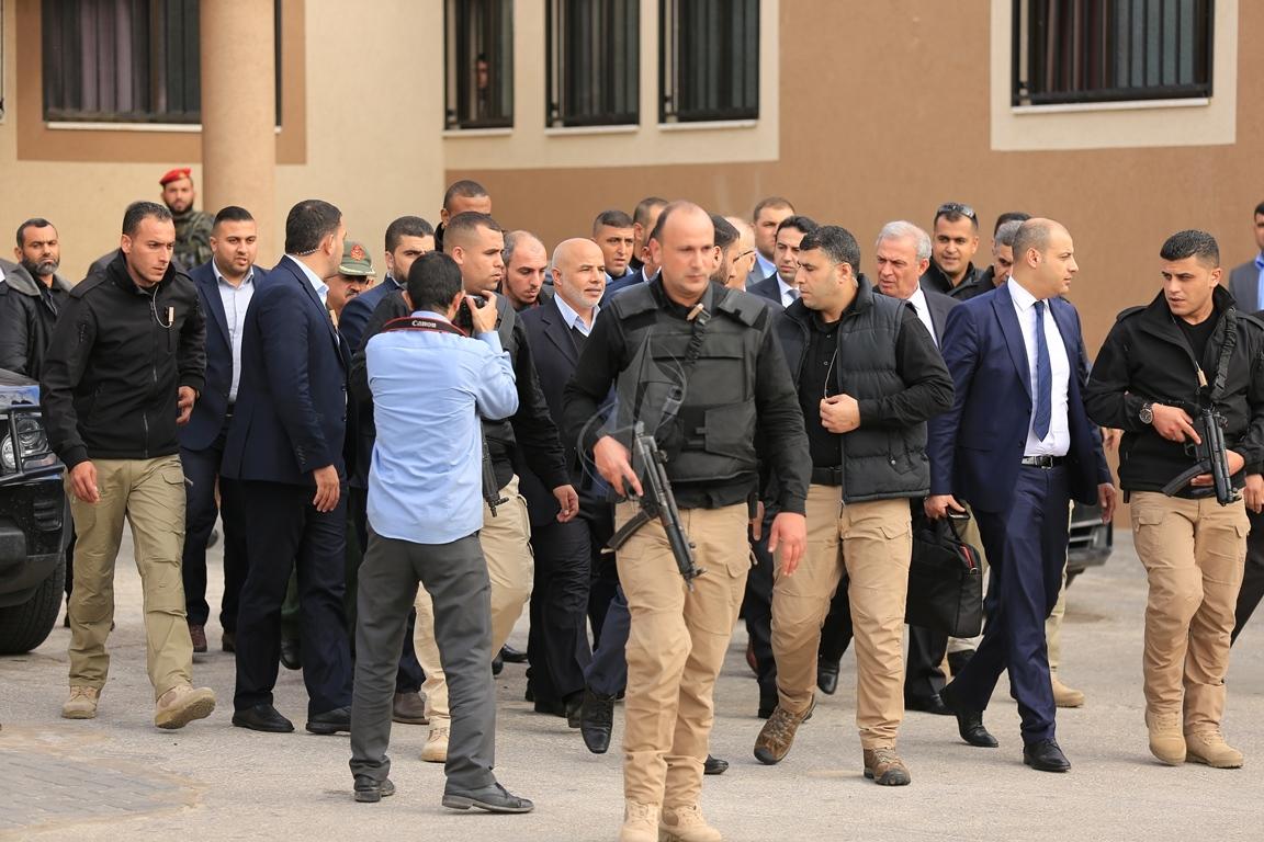 الحمد الله يتسلم وزارة الداخلية في قطاع غزة (38863368) 