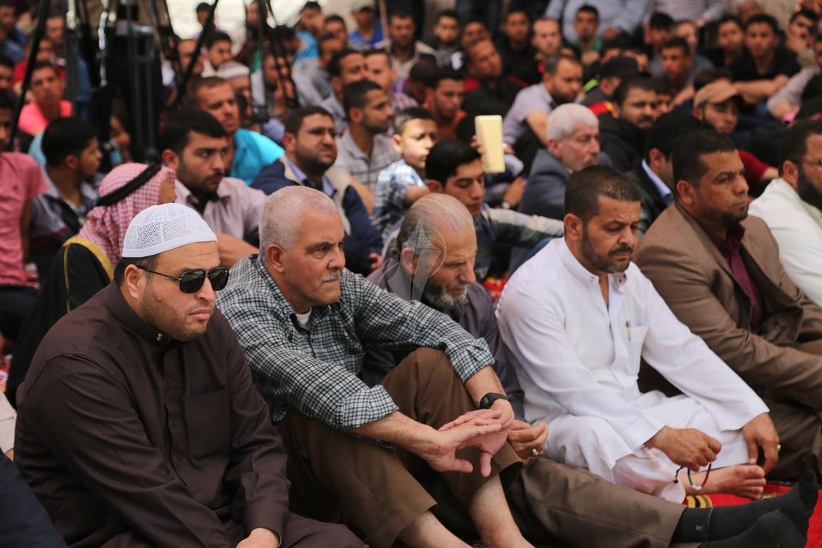 صلاة الجمعة امام مقر الصليب الاحمر بغزة تضامنا مع الاسرى في سجون الاحتلال (39649802) 