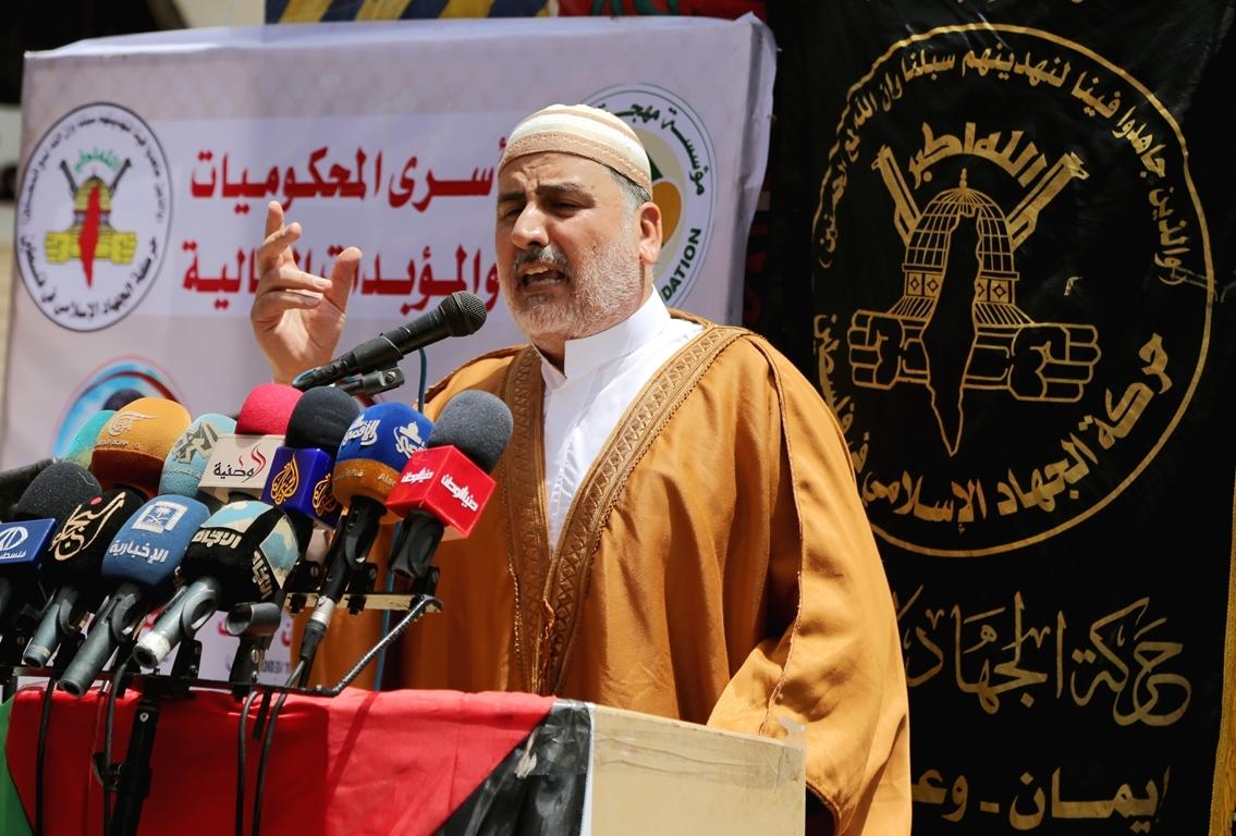 صلاة الجمعة امام مقر الصليب الاحمر بغزة تضامنا مع الاسرى في سجون الاحتلال (39649804) 