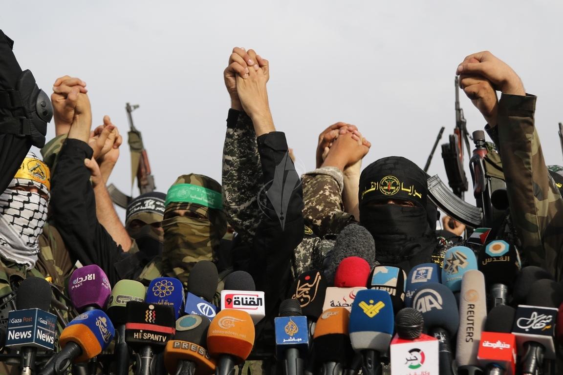 الأذرع العسكرية لفصائل المقاومة الفلسطينية خلال مؤتمر صحفي في غزة (39191044) 