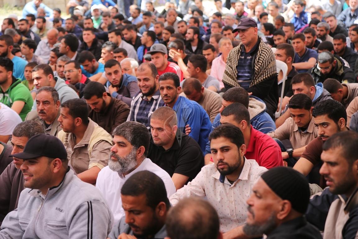 صلاة الجمعة امام مقر الصليب الاحمر بغزة تضامنا مع الاسرى في سجون الاحتلال (39649796) 